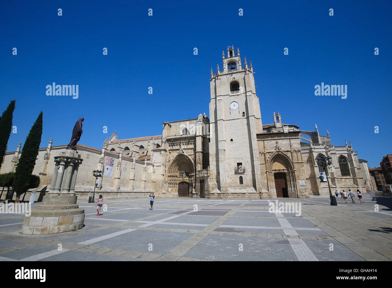 PALENCIA, SPAIN - JULY 10, 2016: Palencia Cathedral (Catedral de san Antolin), popularly known as the unknown beauty, - Stock Image
