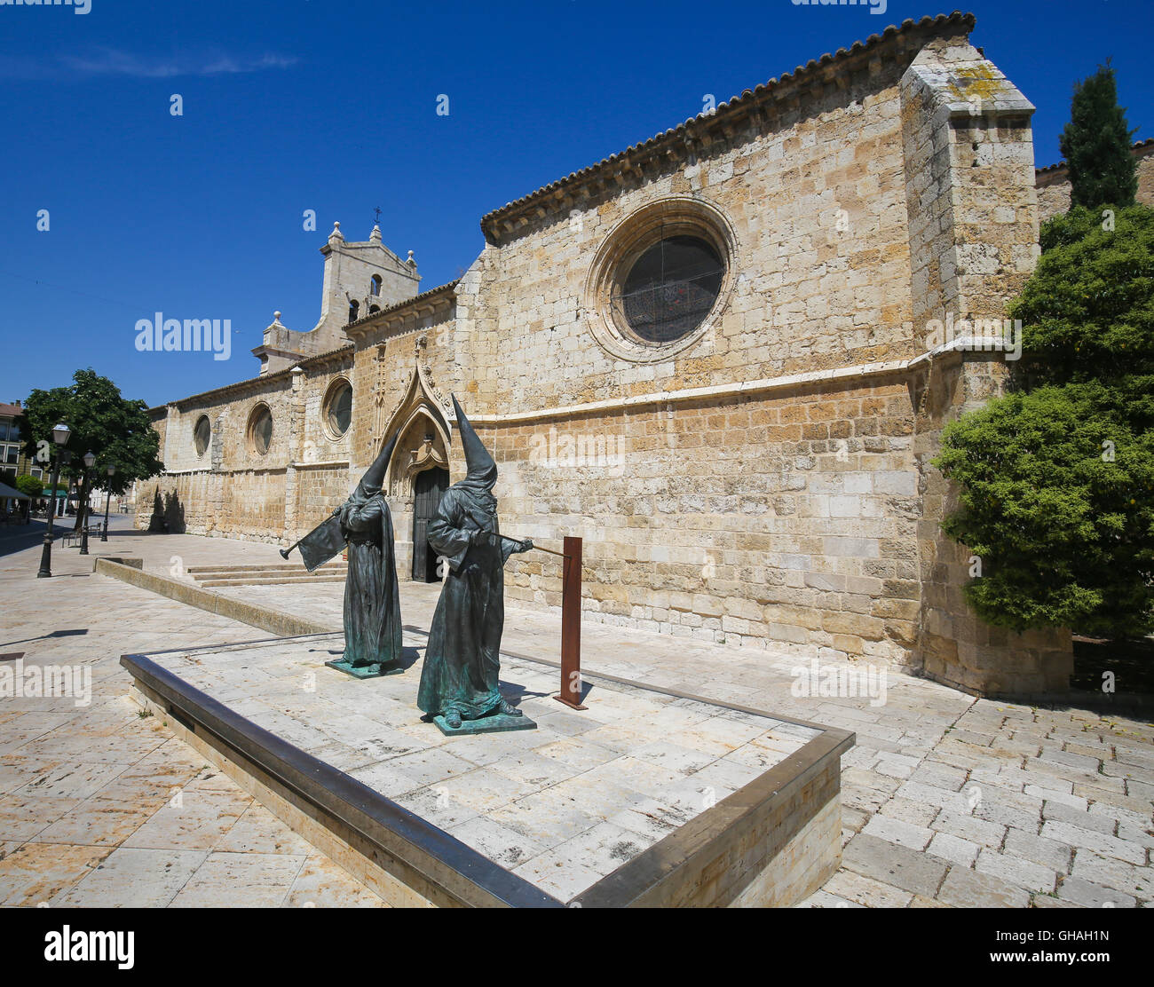 Statue of Capuchin monks by the Convent of San Pablo in Palencia, Castile and Leon, northwest Spain - Stock Image