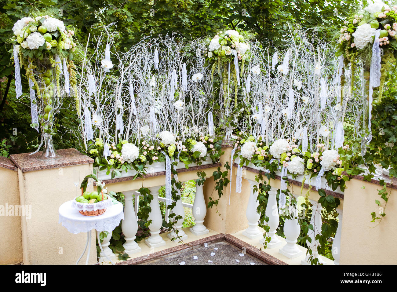 Wedding decor a bowl of green apples fresh flowers and lace stock wedding decor a bowl of green apples fresh flowers and lace ribbons junglespirit Image collections