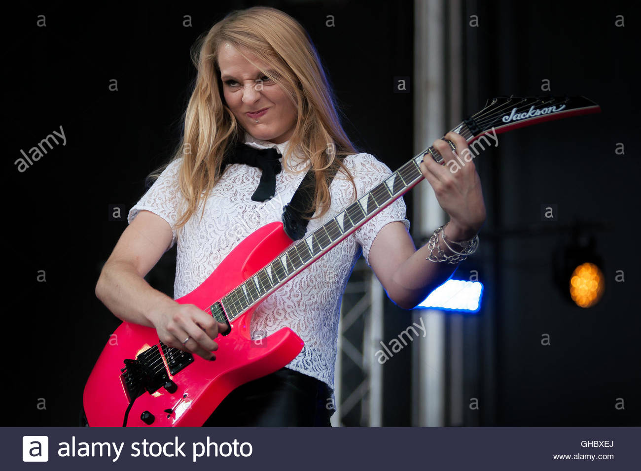 BUZZ - LE GROUPE performing live (guitar player Elise Masliah) - Stock Image