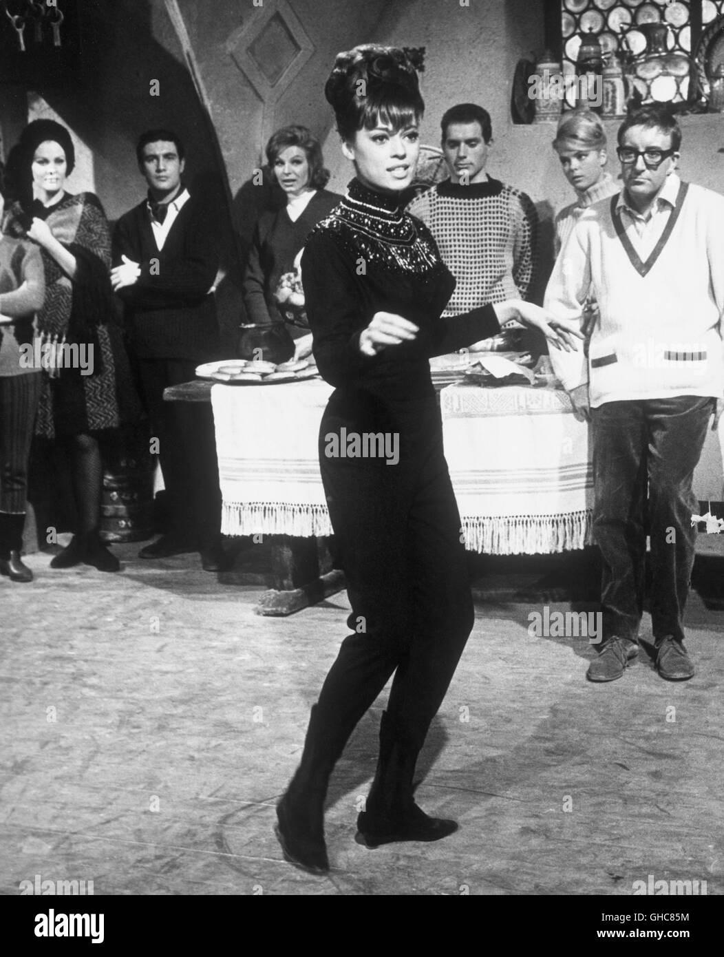 THE PINK PANTHER UK/USA 1963 Blake Edwards Scene with MERI WELLES, PETER SELLERS (right) Regie: Blake Edwards - Stock Image
