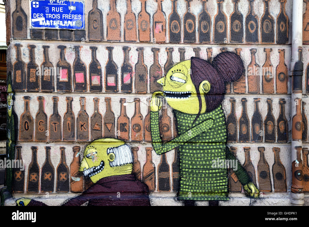 Wall Painting of Couple in Liquor Store or Off License Selecting Bottle of Wine, Street Art, Marseille or Marseilles - Stock Image