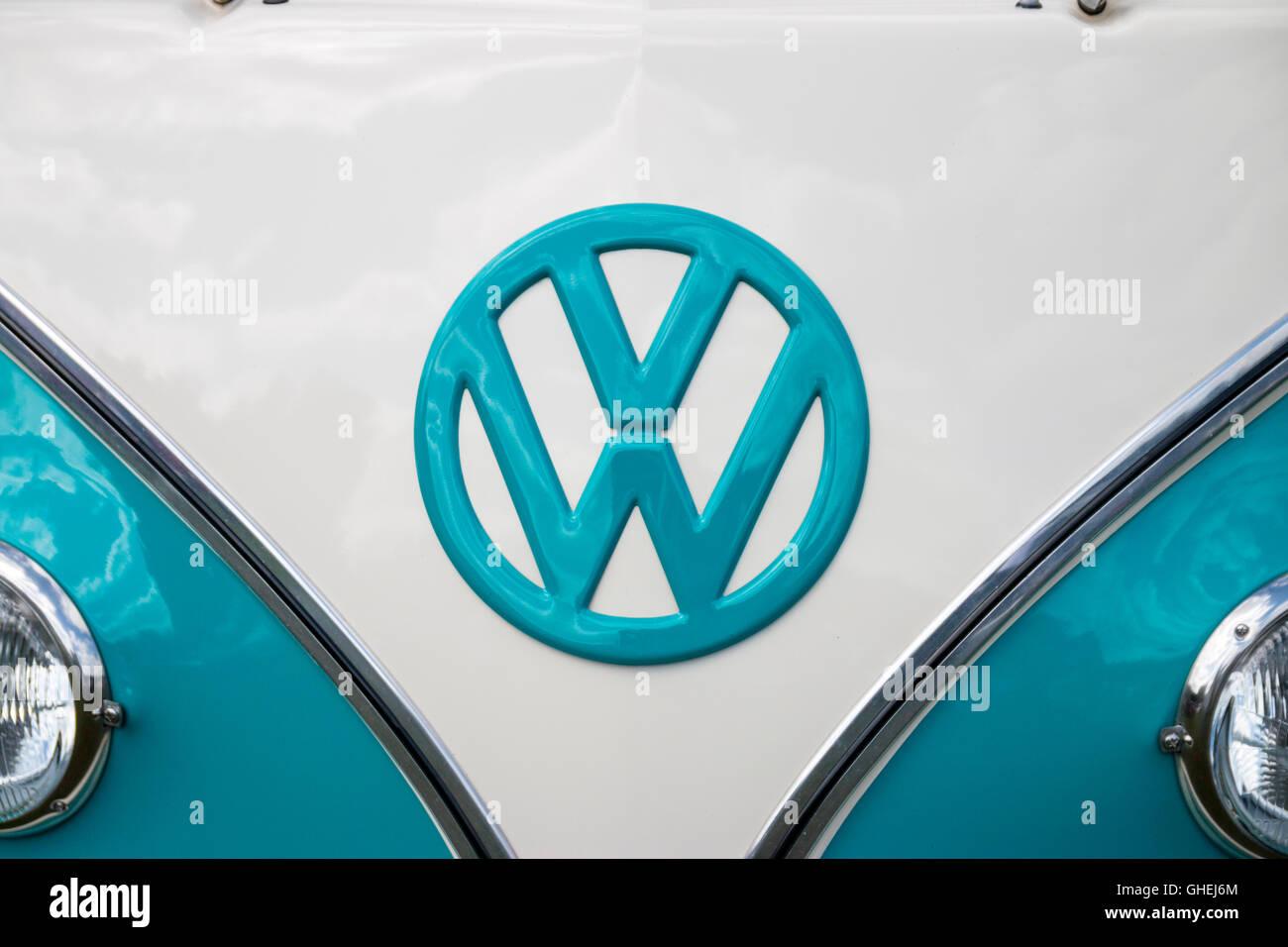 Volkswagen Badge Stock Photos Volkswagen Badge Stock Images Alamy
