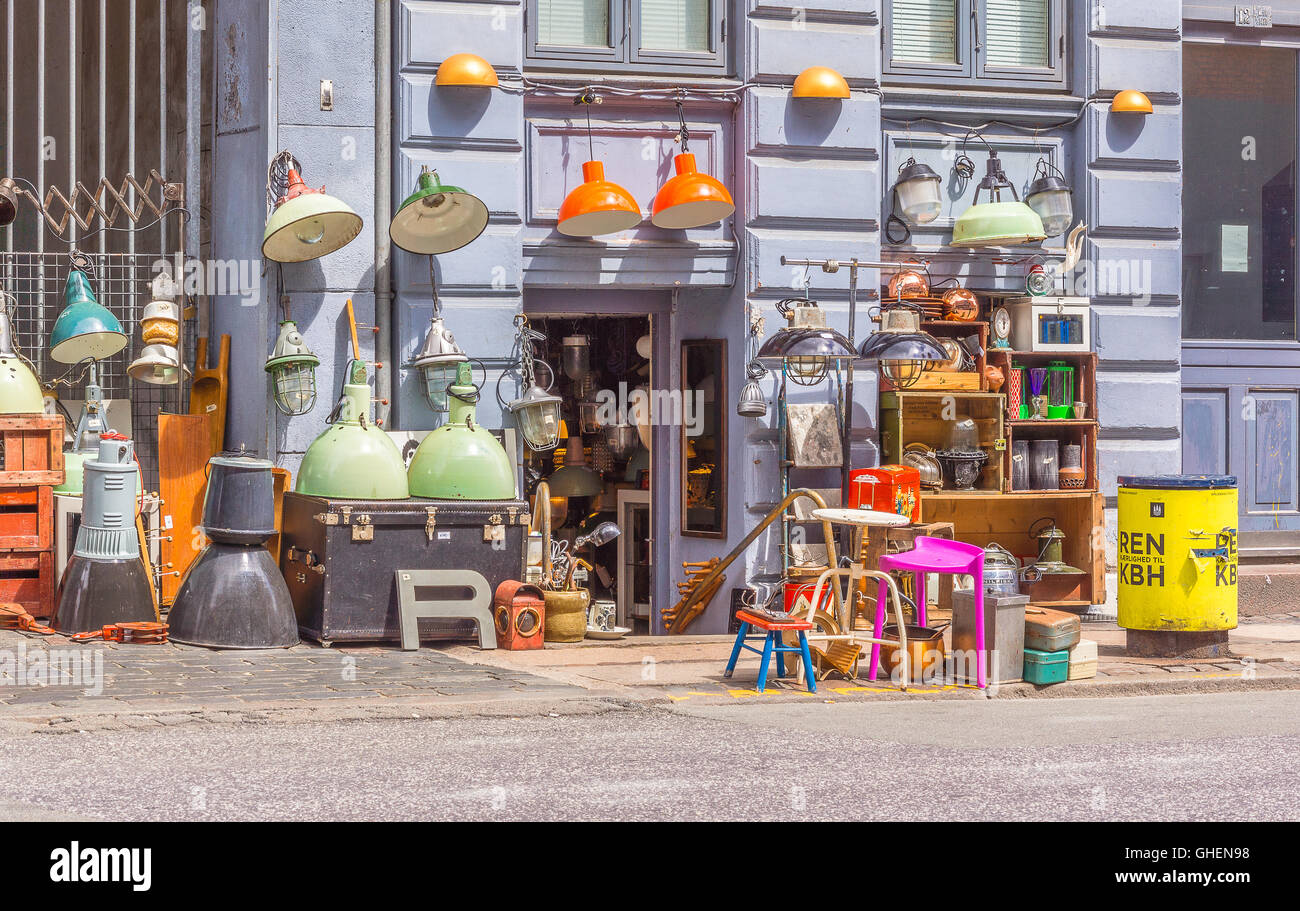 Vintage and second hand shop in Copenhagen. Old and used things for sale on the pavement. - Stock Image