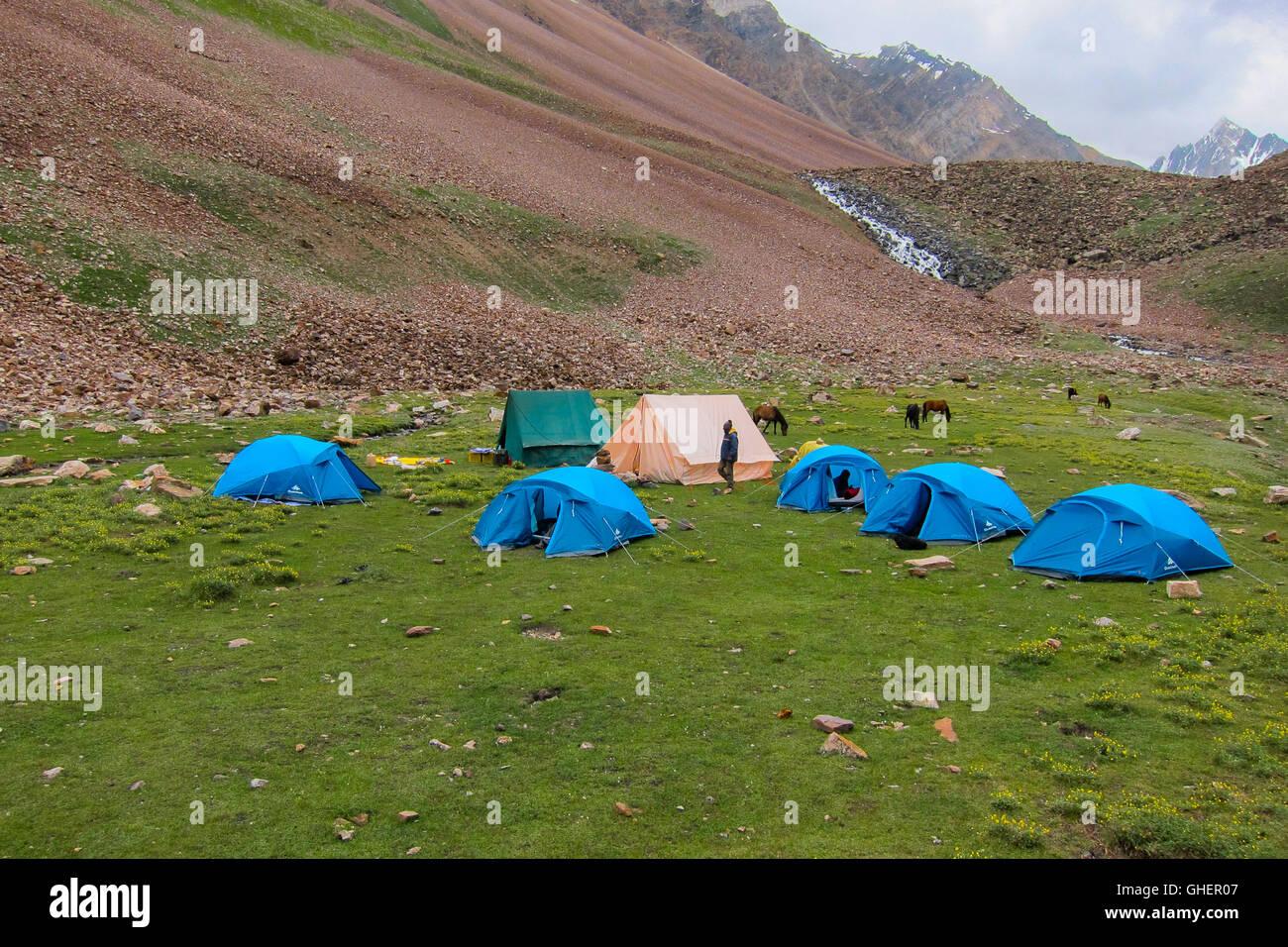 Camping Ground - Bhaba Pass Trekking trail (Himachal Pradesh, India) - Stock Image