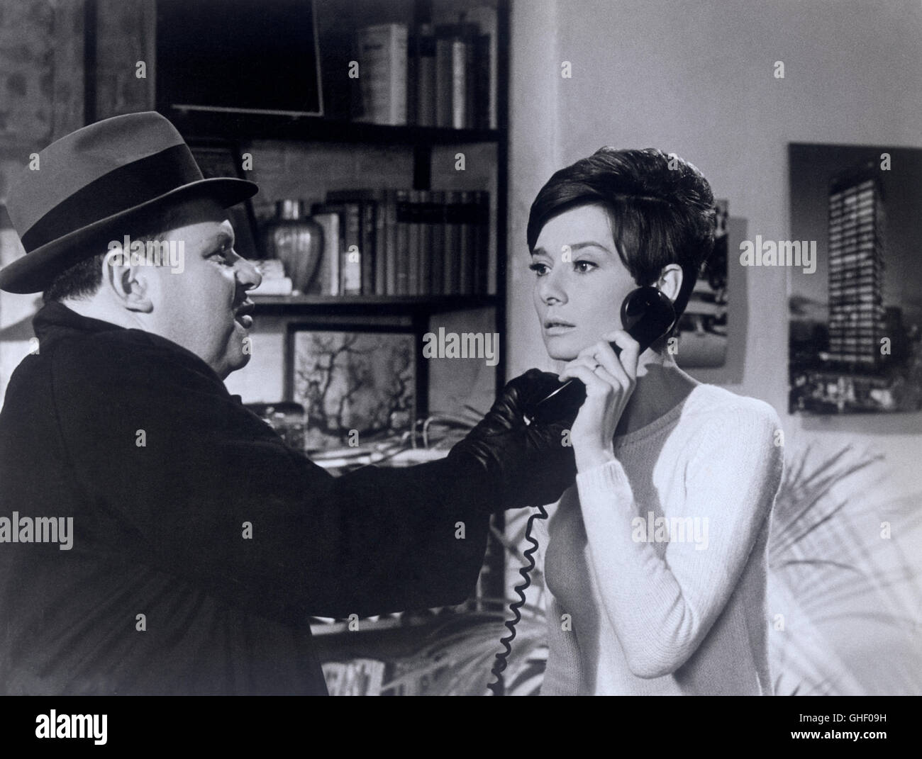 WAIT UNTIL DARK USA 1967 Terence Young JACK WESTON as Carlino, AUDREY HEPBURN as blind Susy Hendrix on the phone. - Stock Image