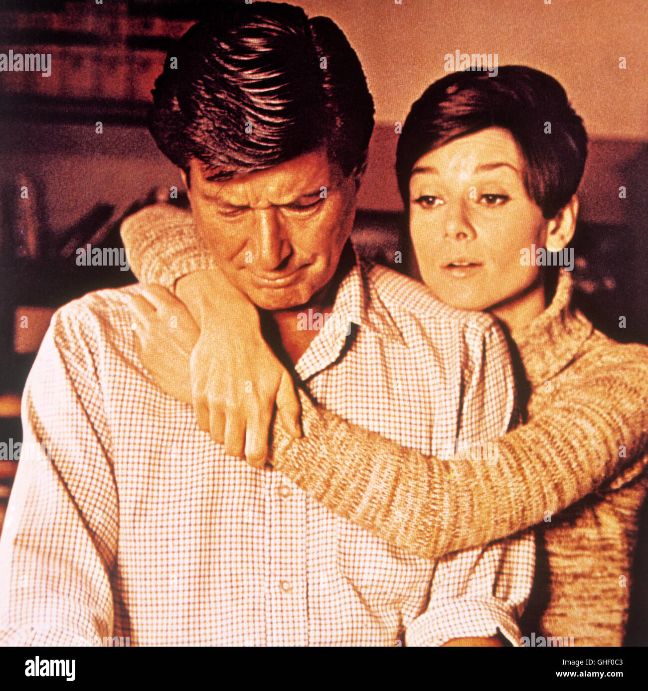 WAIT UNTIL DARK USA 1967 Terence Young AUDREY HEPBURN as blind Susy Hendrix, EFREM ZIMBALIST JR. as Sam Hendrix - Stock Image