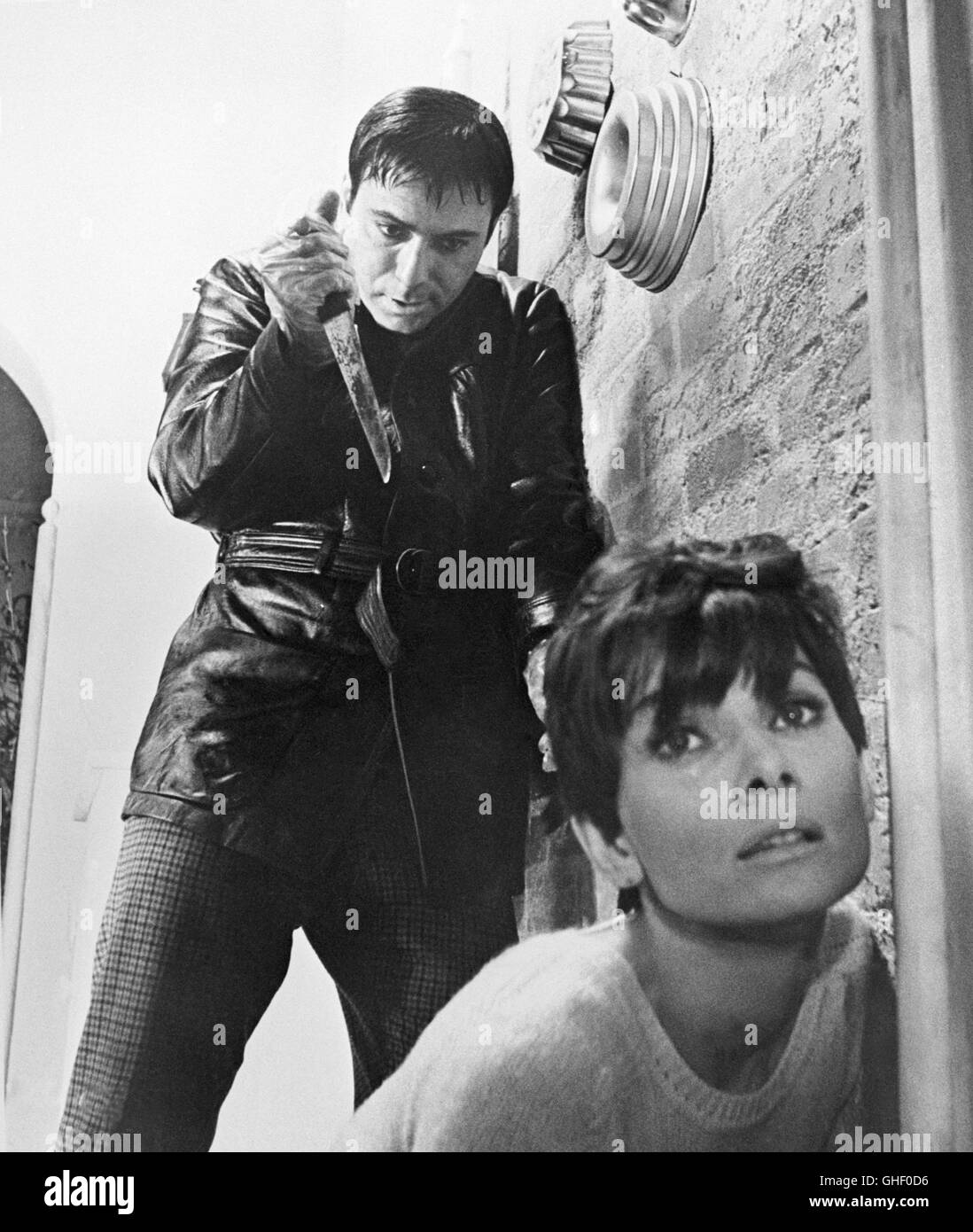 WAIT UNTIL DARK USA 1967 Terence Young ALAN ARKIN as Harry Roat, AUDREY HEPBURN as blind Susy Hendrix Regie: Terence - Stock Image