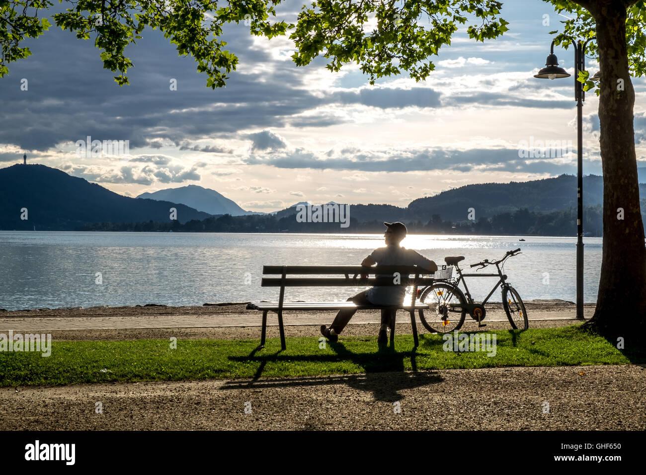 Man sitting on bench - Stock Image