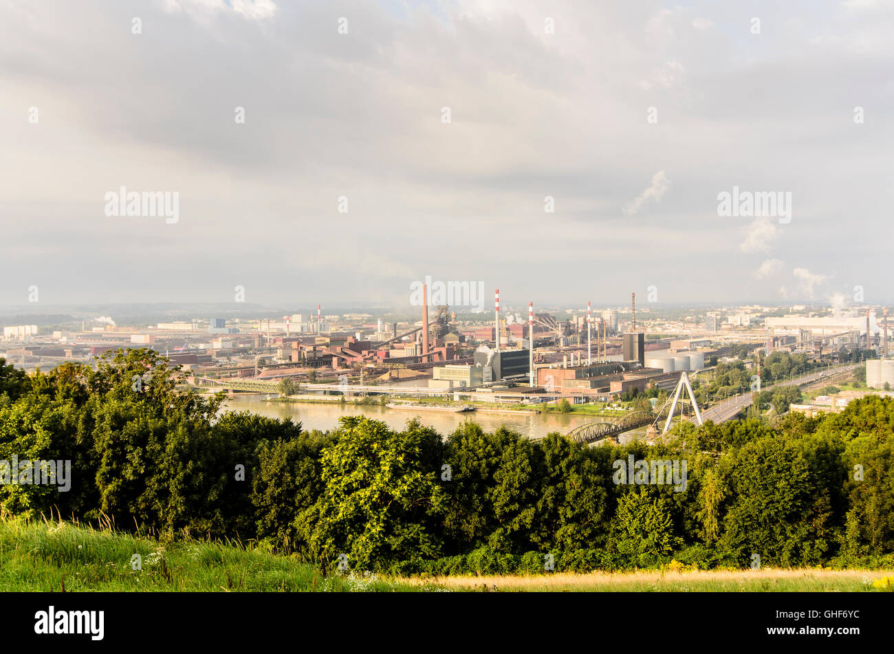 Linz: view from the slopes of Mount Pfenningberg on the premises of Voestalpine steelworks, Austria, Oberösterreich, - Stock Image