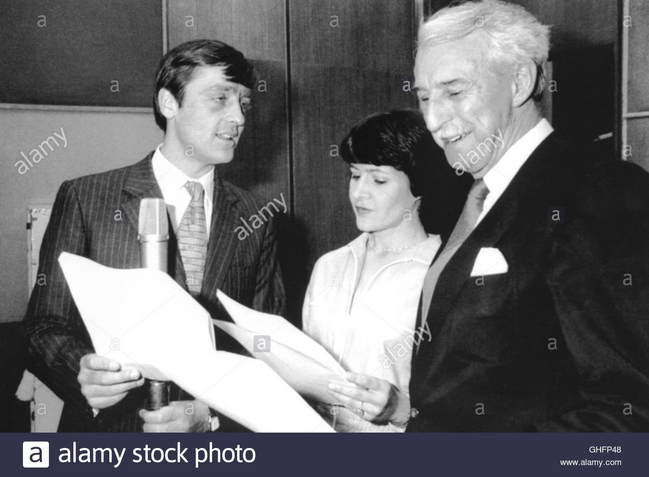 File photo dated 22/5/1984 of the Duke of Westminster (left), with cast members Sara Coward and Arnold Peters, making - Stock Image