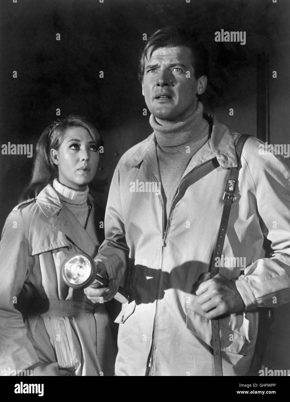 ANNETTE ANDRE (Carmen) and ROGER MOORE (Simon Templar, The Saint) in episode: The House on Dragon's Rock (1968). - Stock Image