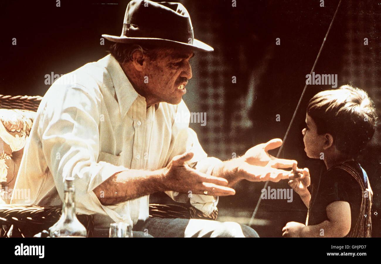 Szene mit Don Corleone (MARLON BRANDO) Regie  Francis Ford Coppola aka. The e43cfdd852b