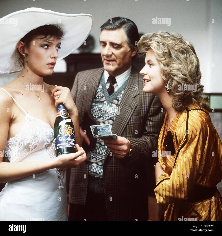 Das etwas schrille amerikanische Ehepaar Schmidt sorgt für allerlei Aufregung im Schloßhotel. Szene mit - Stock Image