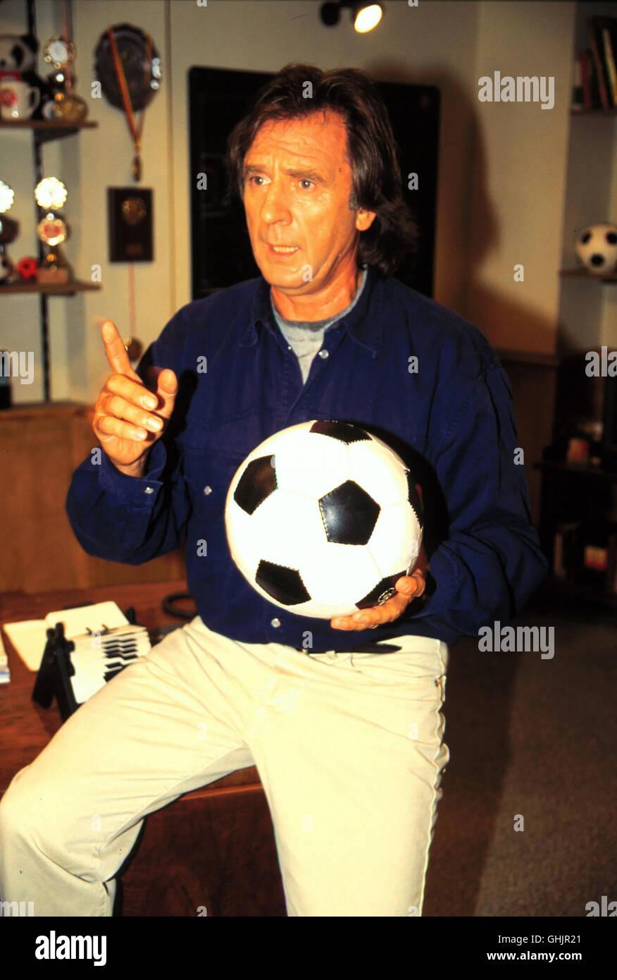 Hardy Fuchs (KLAUS WENNEMANN), Trainer des mäßig erfolgreichen Zweitligisten FC Victoria 05 tut alles, - Stock Image