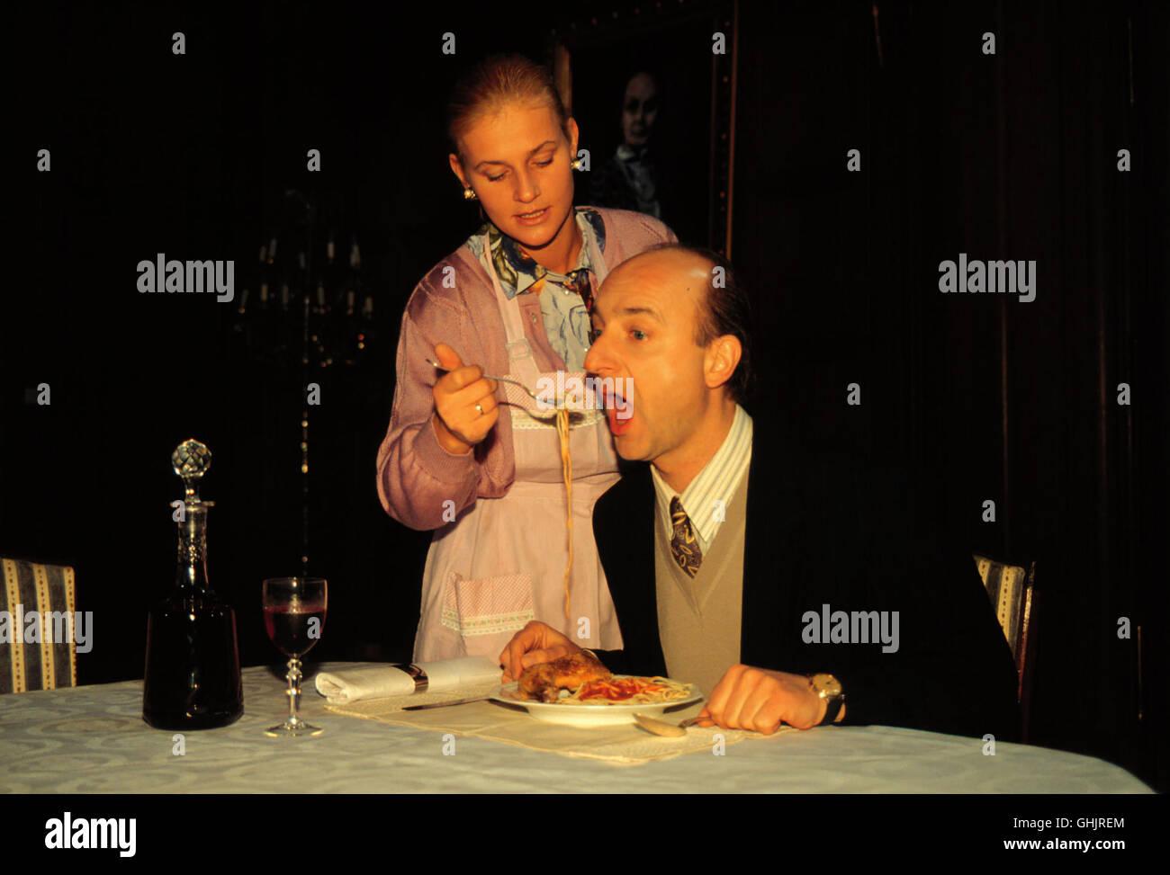 Veronika (PETRA KLEINERT) kann es nicht mehr hören, daß Joachims (MICHAEL SCHÖNBORN) Mutter immer - Stock Image