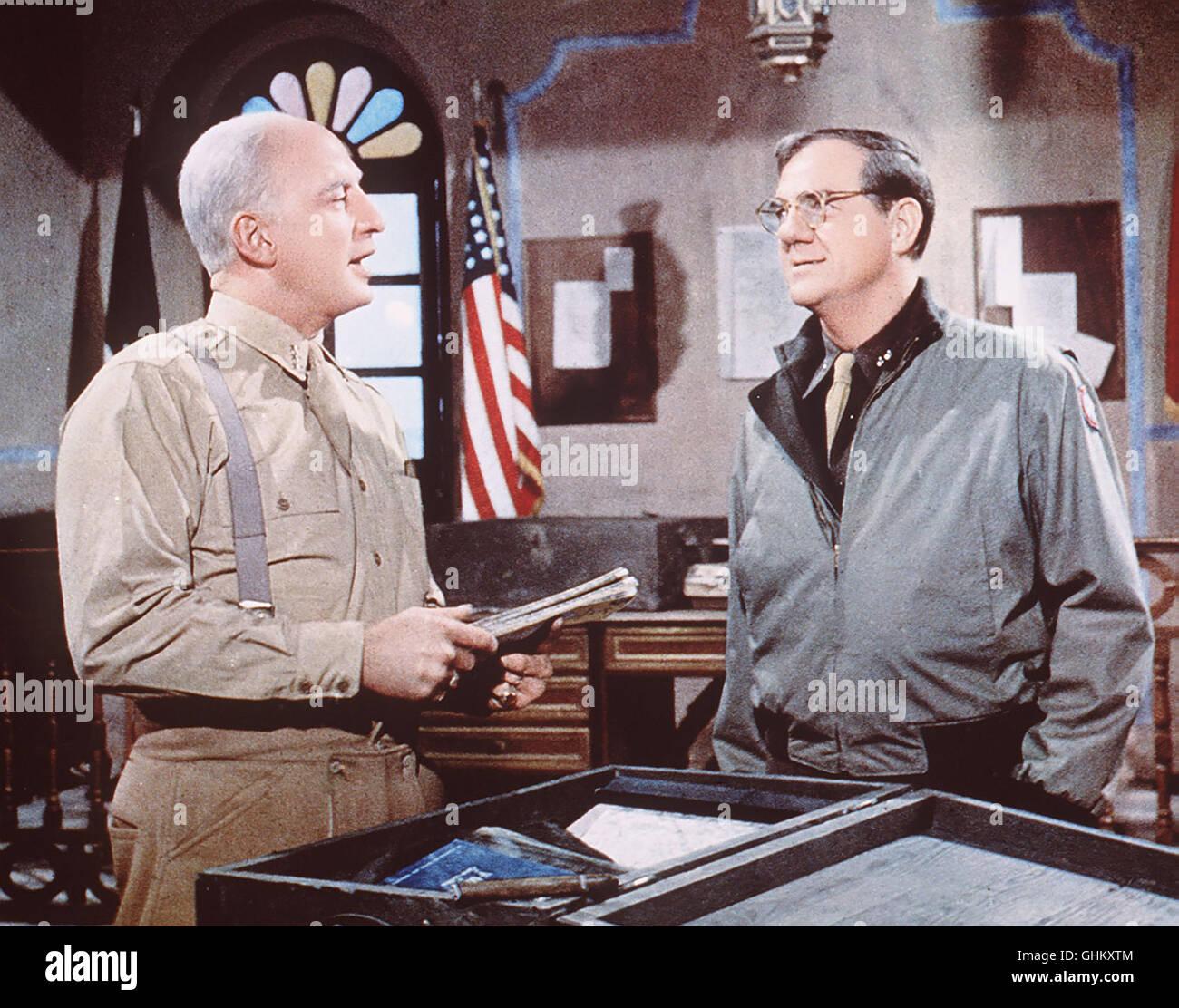 Die Geschichte des Generals Patton (GEORG C.SCOTT,l), der die 7.US-Armee in Tunesien gegen Rommels Afrika-Corps Stock Photo