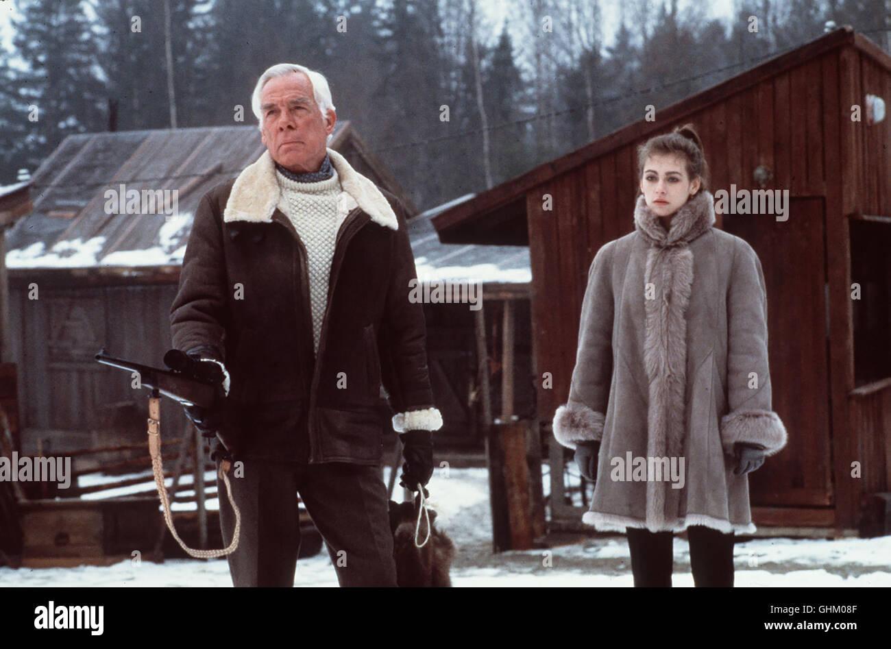 Der skrupellose amerikanische Pelzhändler Osborne (LEE MARVIN) hat mit der Hilfe Irinas Freunde, lebende Zobel - Stock Image