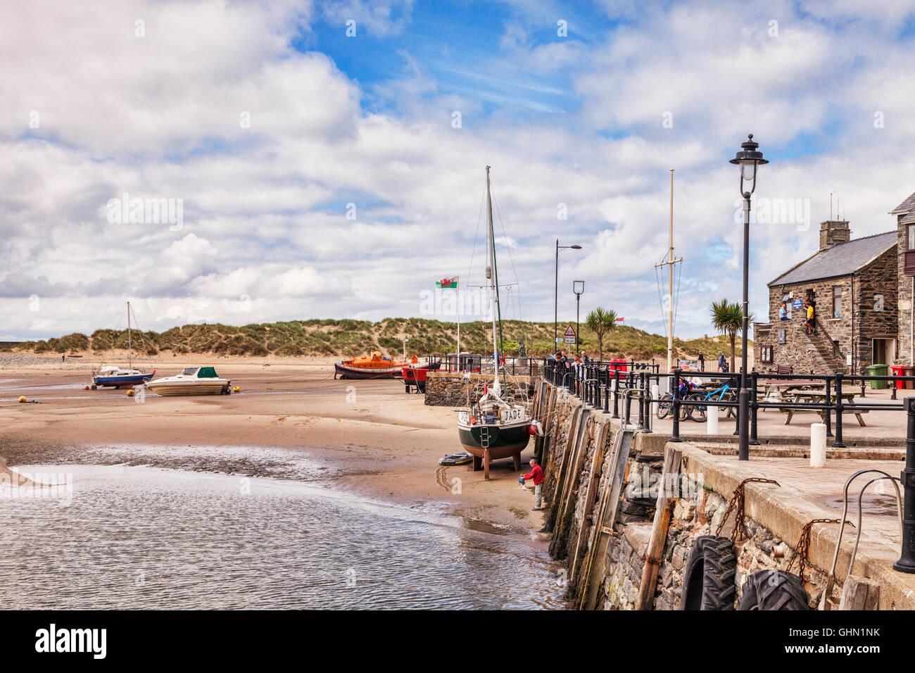 Barmouth Quay at low tide, Gwynedd, Wales, UK - Stock Image