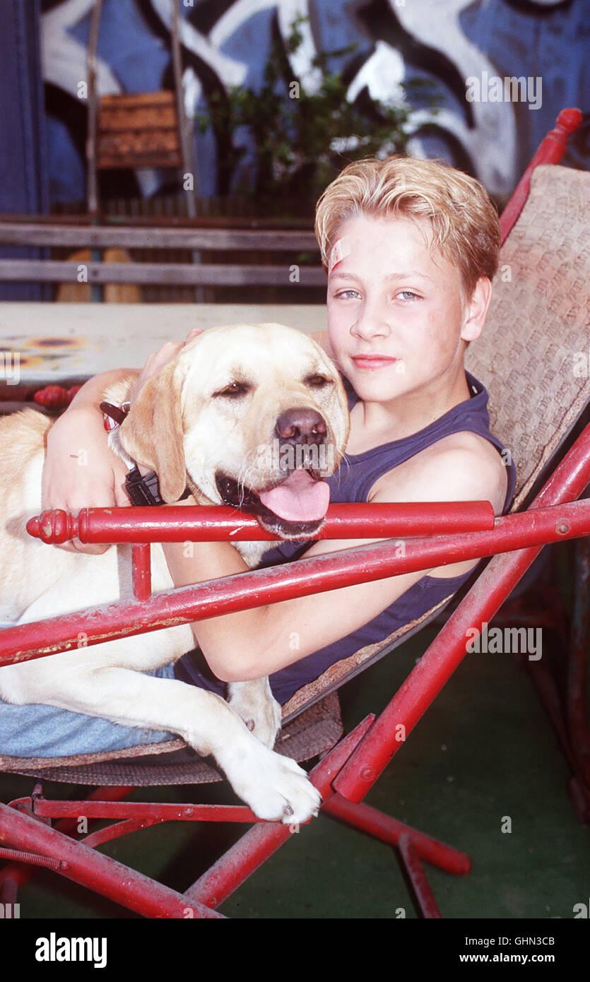 MAX RIEMELT und Sebastian sind dicke Freunde. Doch Sebastian bekommt plötzlich neue Pflegeeltern Ð in Berlin Die Stock Photo
