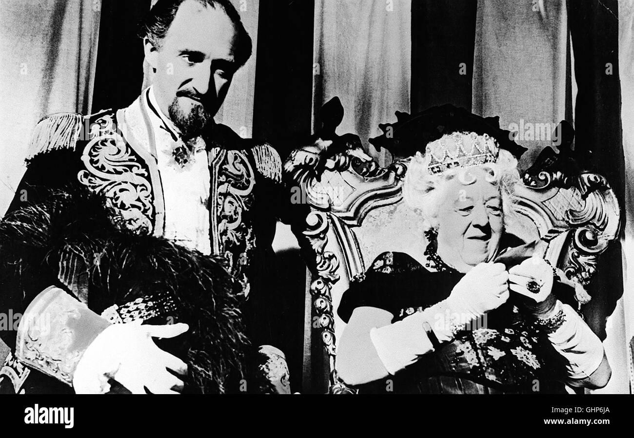 auch die kleinen wollen nach oben - Gloriana XIII aus Groß-Fenwick (MARGARET RUTHERFORD) und ihr Premierminister - Stock Image