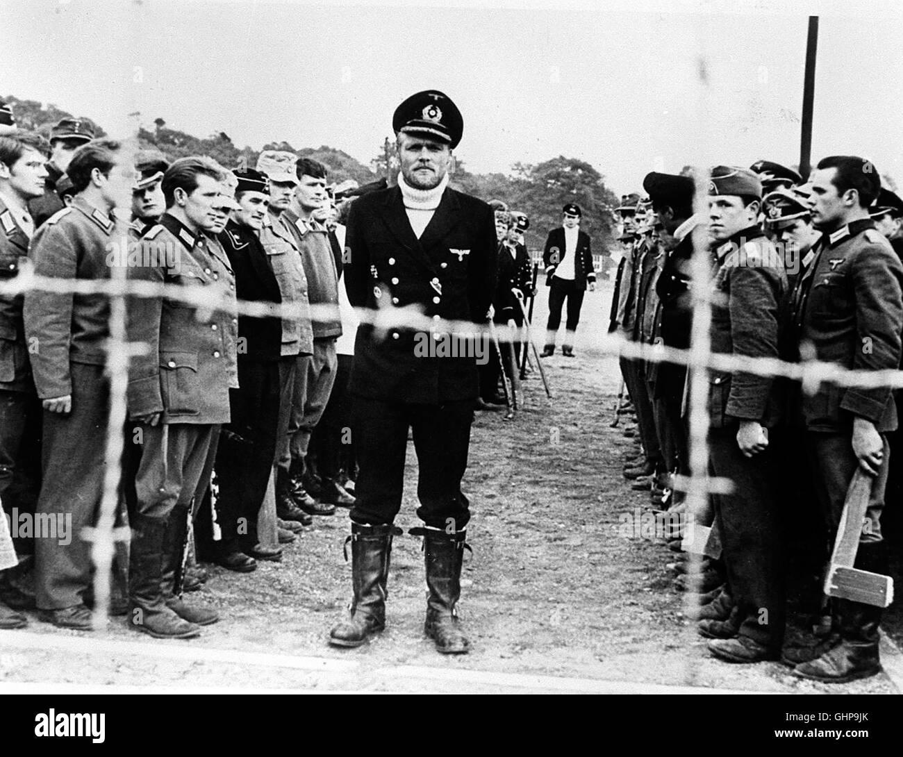 AUSBRUCH DER 28 - Captain Jack Connor wird im 2. Weltkrieg vom britischen Geheim-dienst zu einem Kriegsgefangenenlager Stock Photo