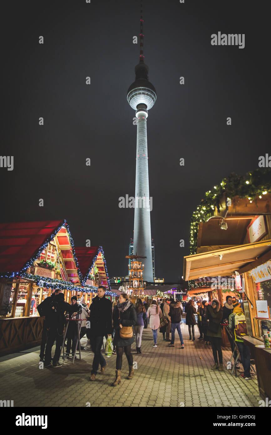 Weihnachtsmarkt auf dem Alexanderplatz, Berlin Alexanderplatz Christmas market, Berlin, Germany - Stock Image