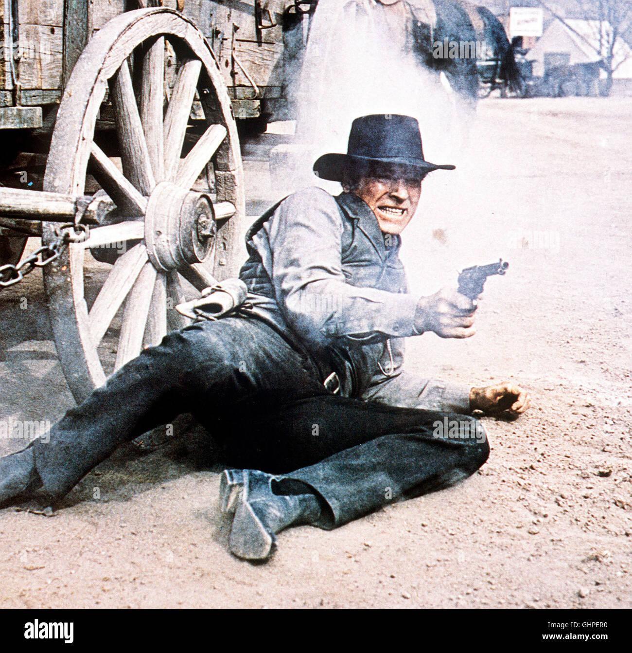 LAWMAN - Sheriff Jered Maddox (BURT LANCASTER) will einen Trupp Bürger vor Gericht bringen, die bei einem Saufgelage - Stock Image