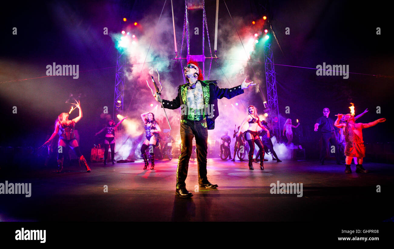 Circus of Horrors cast: Sword swallower Hannibal Helmurto heading a cast portrait at the O2 Arena. - Stock Image