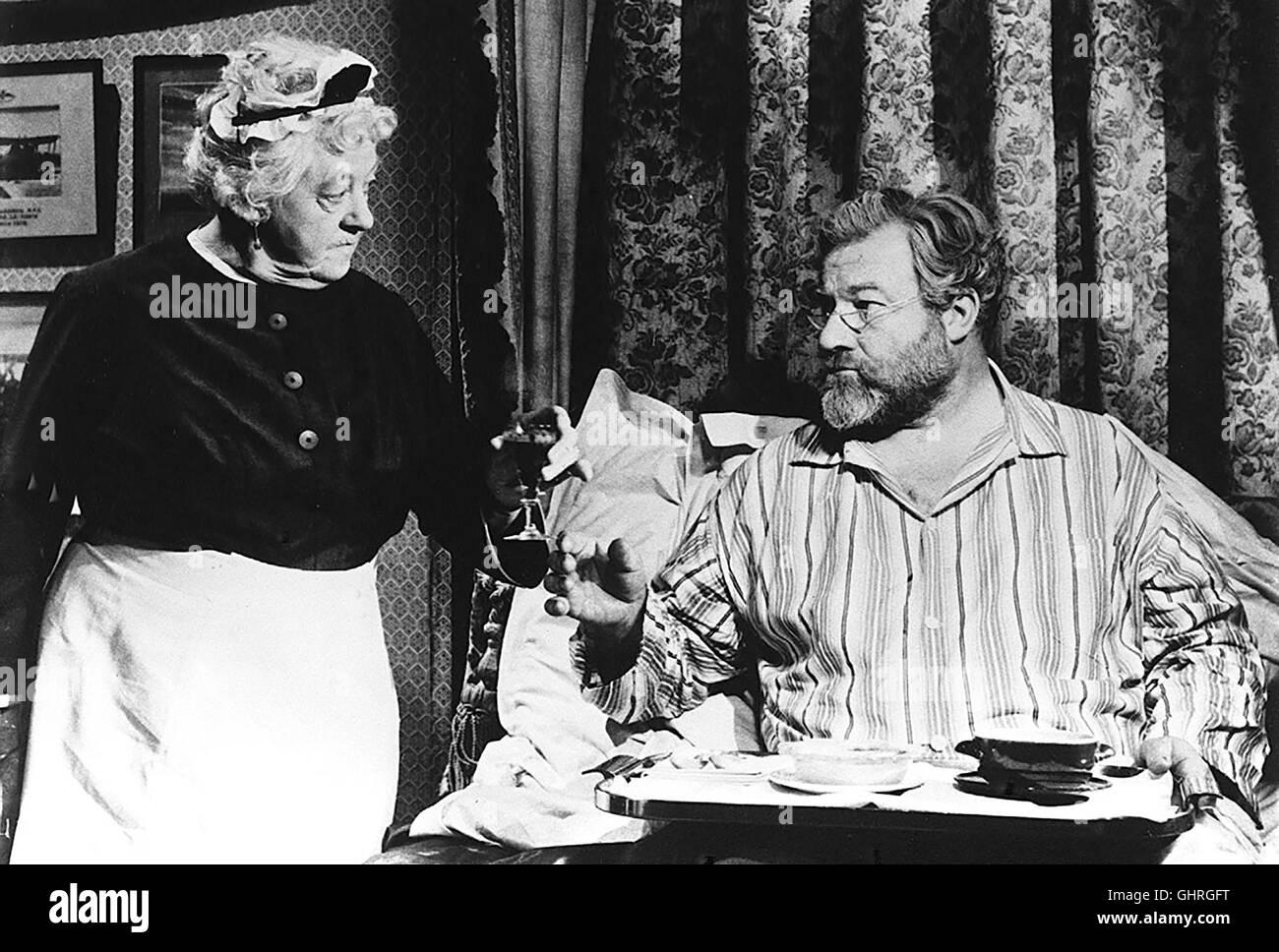 16 UHR 50 PADDINGTON Die schrullige Miss Marple hat ihren kriminalistischen Instinkt bei der Lektüre von über - Stock Image