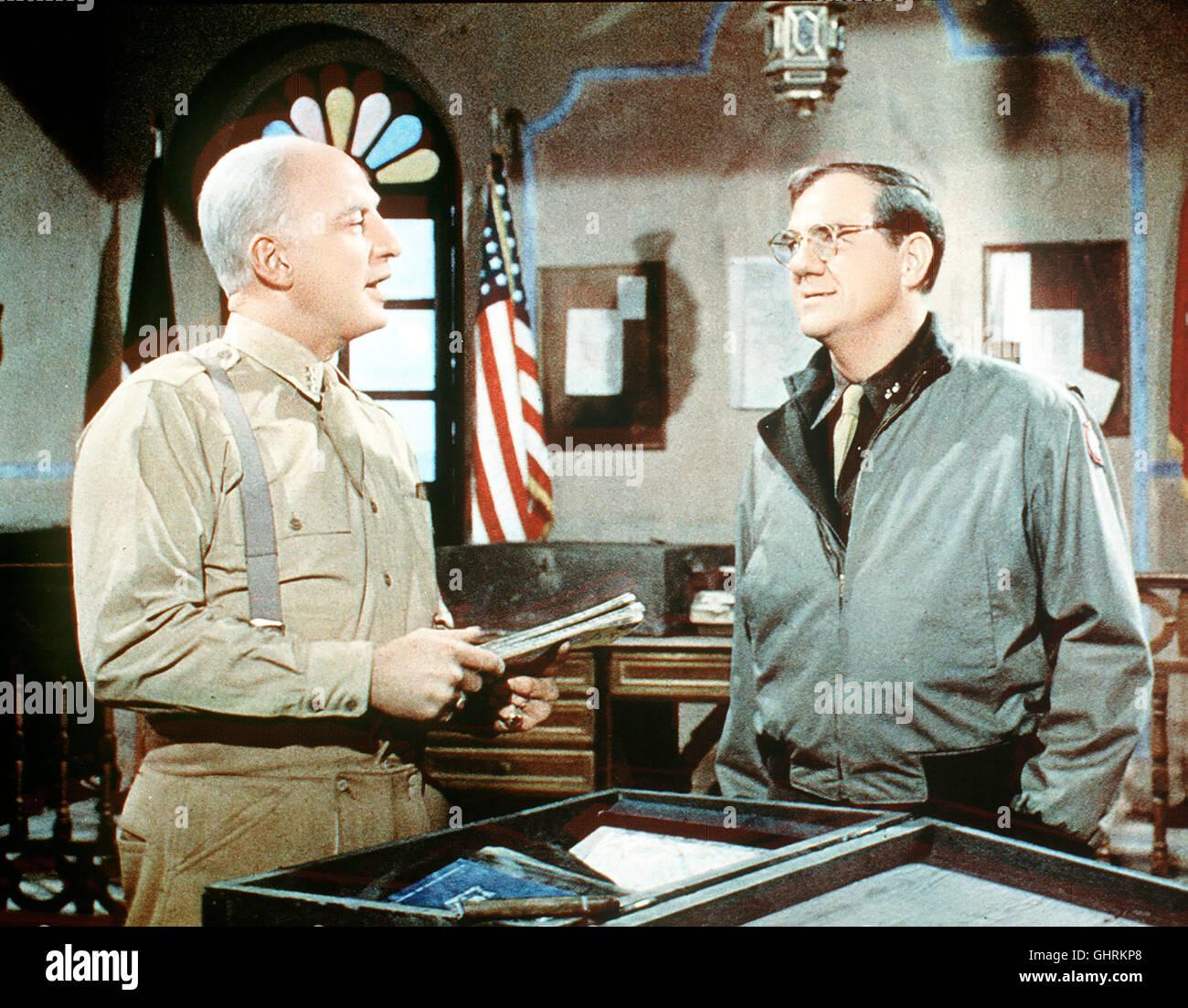 PATTON - REBELL IN UNIFORM - Die Geschichte des Generals Patton (GEORG C.SCOTT,l), der die 7.US-Armee in Tunesien Stock Photo