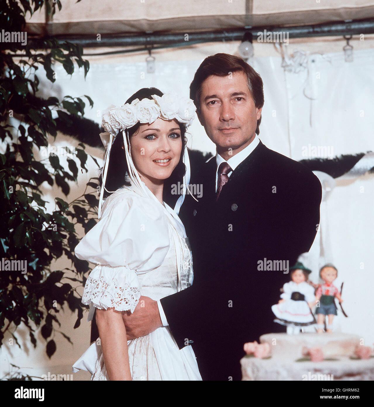 Folge: Hochzeit Es darf gefeiert werden Angelika (ANJA KRUSE) und Martin Rombach (CHRISTIAN WOLFF) heiraten. Regie: Stock Photo