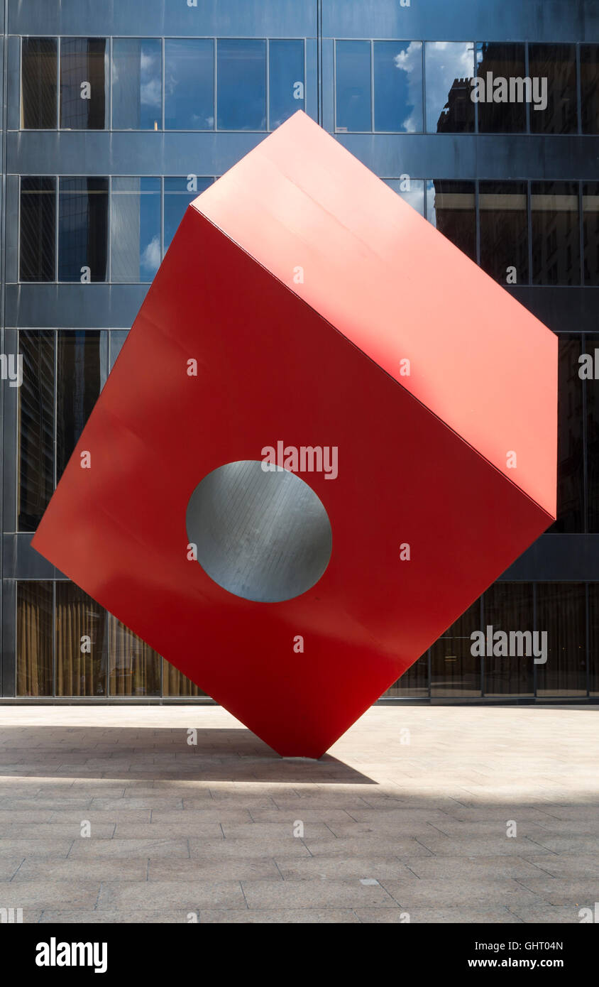 Red Cube modern art sculpture by Isamu Noguchi on Broadway, New York. - Stock Image