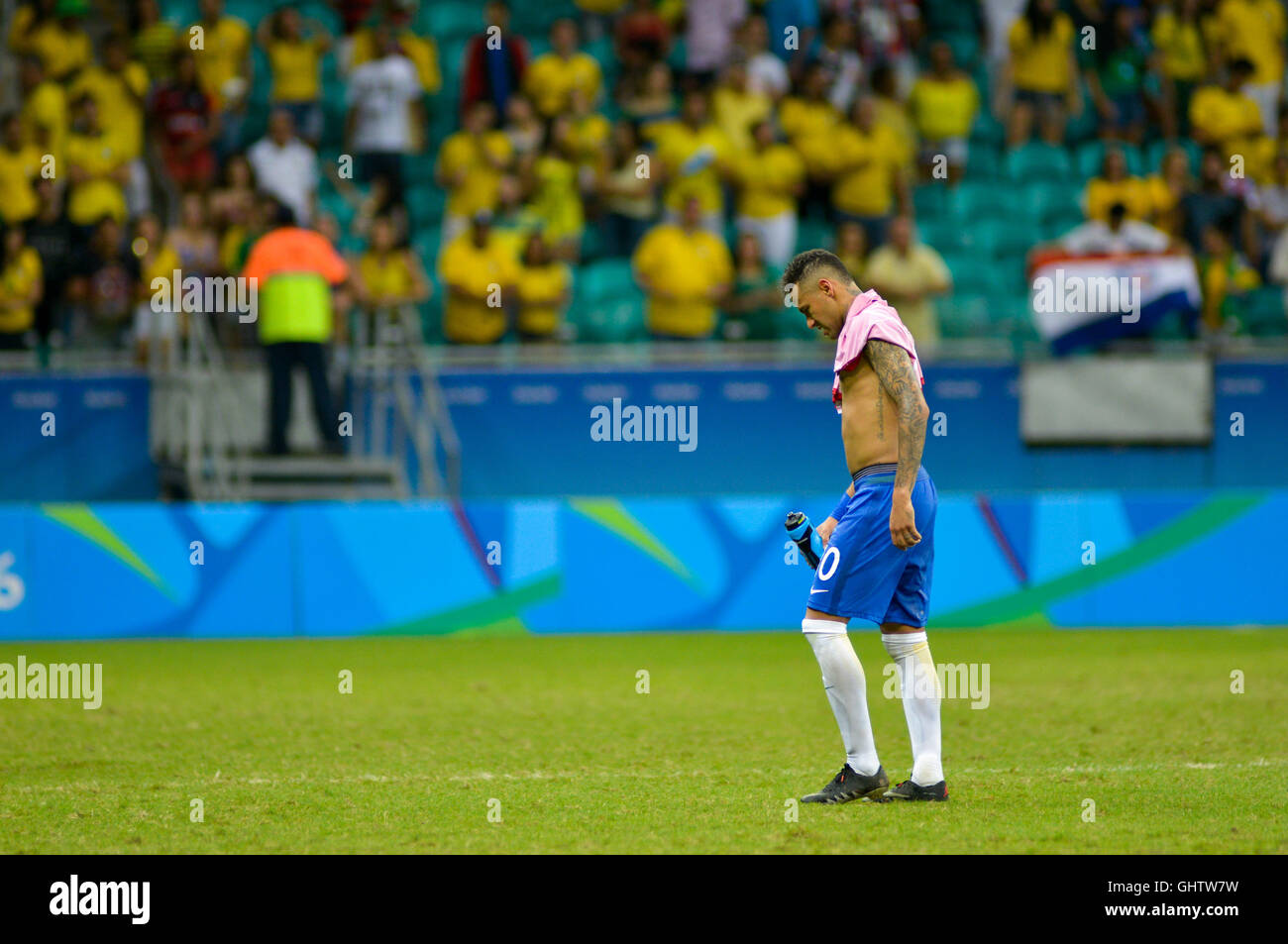 Salvador, Brazil. 10th August, 2016. OLYMPICS 2016 FOOTBALL SALVADOR - Neymar leaves the field after the match between Stock Photo