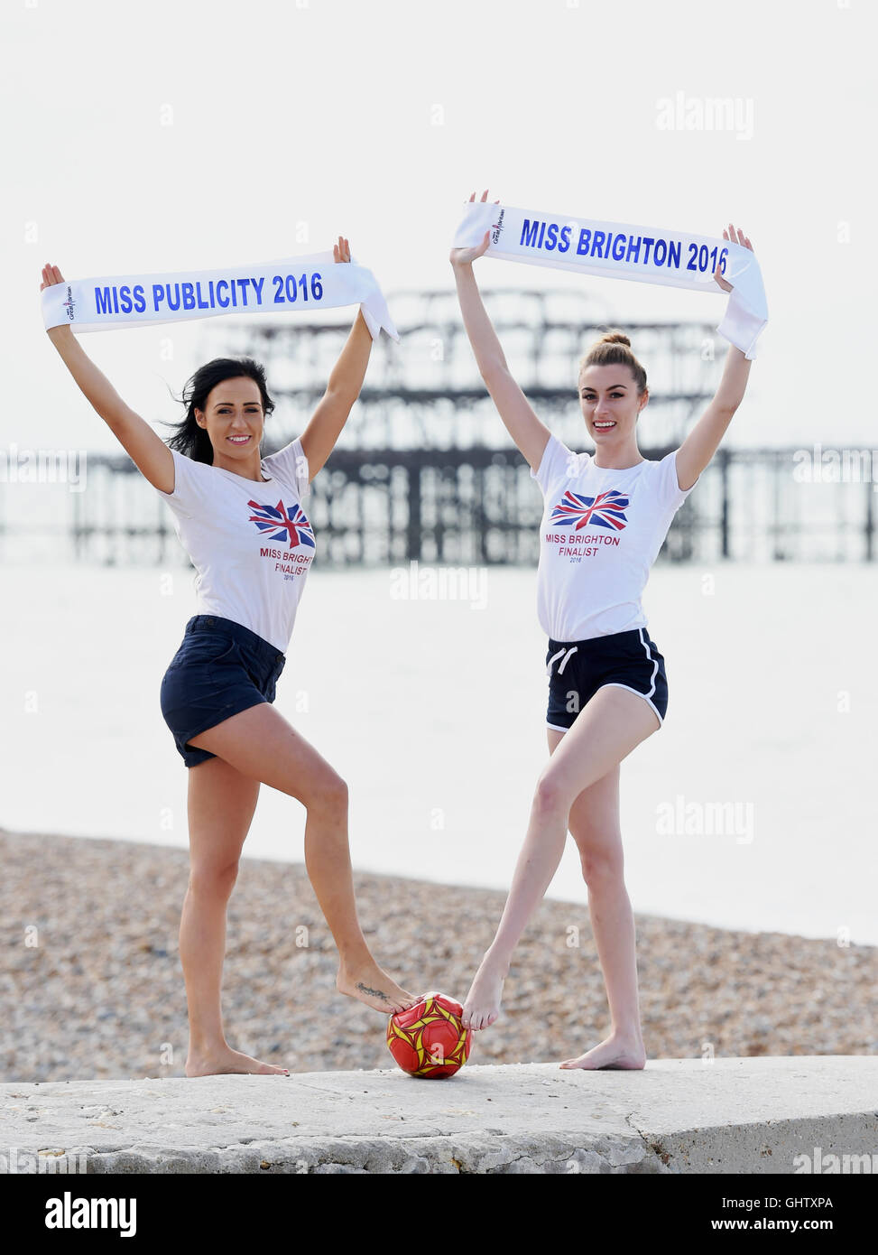 Brighton, UK. 11th August, 2016.  Miss Brighton 2016 Megan O'Hara (right) and Miss Publicity 2016 Lucie Richardson - Stock Image