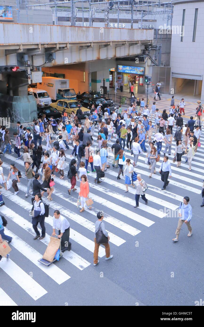 Yellow Cab Columbus >> People Crossing Road Stock Photos & People Crossing Road Stock Images - Alamy