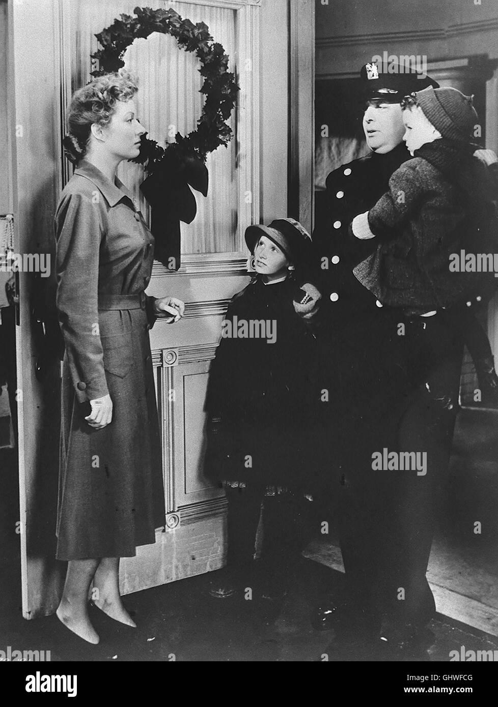 BLÜTEN IM STAUB Blossoms in dust USA 1941 Als die jungverheiratete Edna Gladney ihrem Mann Sam nach Texas folgt, steht sie noch unter dem Eindruck eines schmerzlichen Verlustes: Ihre Pflegeschwester Charlotte hatte sich das Leben genommen. Edna bekommt einen Sohn, der jedoch nach einigen Jahren tödlich verunglückt. Da sie nie wieder ein Kind bekommen darf, ist sie natürlich tief bekümmert. Sam und der alte Arzt Dr. Breslar finden jedoch einen Weg, um sie wieder aufzurichten: Edna gründet eine Kindertagesstätte, um berufstätige Mütter zu entlasten. Szene mit Edna Gladney (GREER GARSON) Regie: Stock Photo