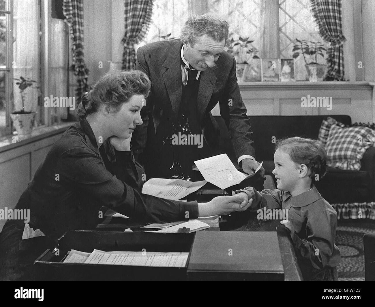 BLÜTEN IM STAUB- Als die jungverheiratete Edna Gladney (GREER GARSON) ihrem Mann Sam nach Texas folgt, steht sie noch unter dem Eindruck eines schmerzlichen Verlustes: Ihre Pflegeschwester Charlotte hatte sich das Leben genommen. Edna bekommt einen Sohn, der jedoch nach einigen Jahren tödlich verunglückt. Da sie nie wieder ein Kind bekommen darf, ist sie natürlich tief bekümmert. Sam und der alte Arzt Dr. Breslar (FELIX BRESSART) finden jedoch einen Weg, um sie wieder aufzurichten: Edna gründet eine Kindertagesstätte, um berufstätige Mütter zu entlasten. Regie: Mervyn Le Roy aka. Blossoms in Stock Photo