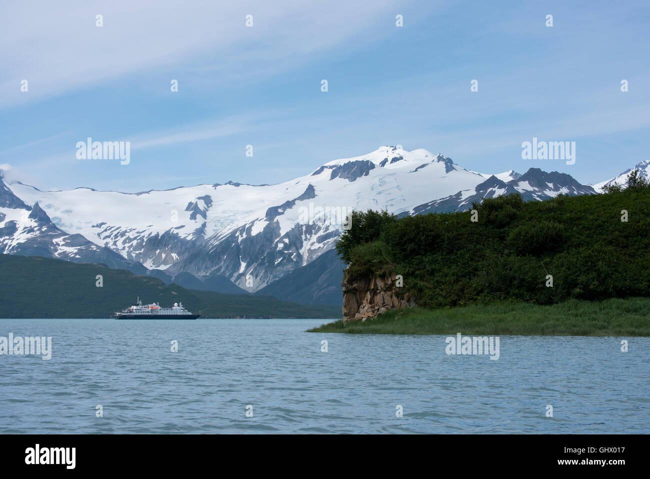 Alaska, Katmai National Park, Kukak Bay (50-16-68 N 154-17-55 W) Silversea expedition cruise ship, Silver Discoverer. - Stock Image