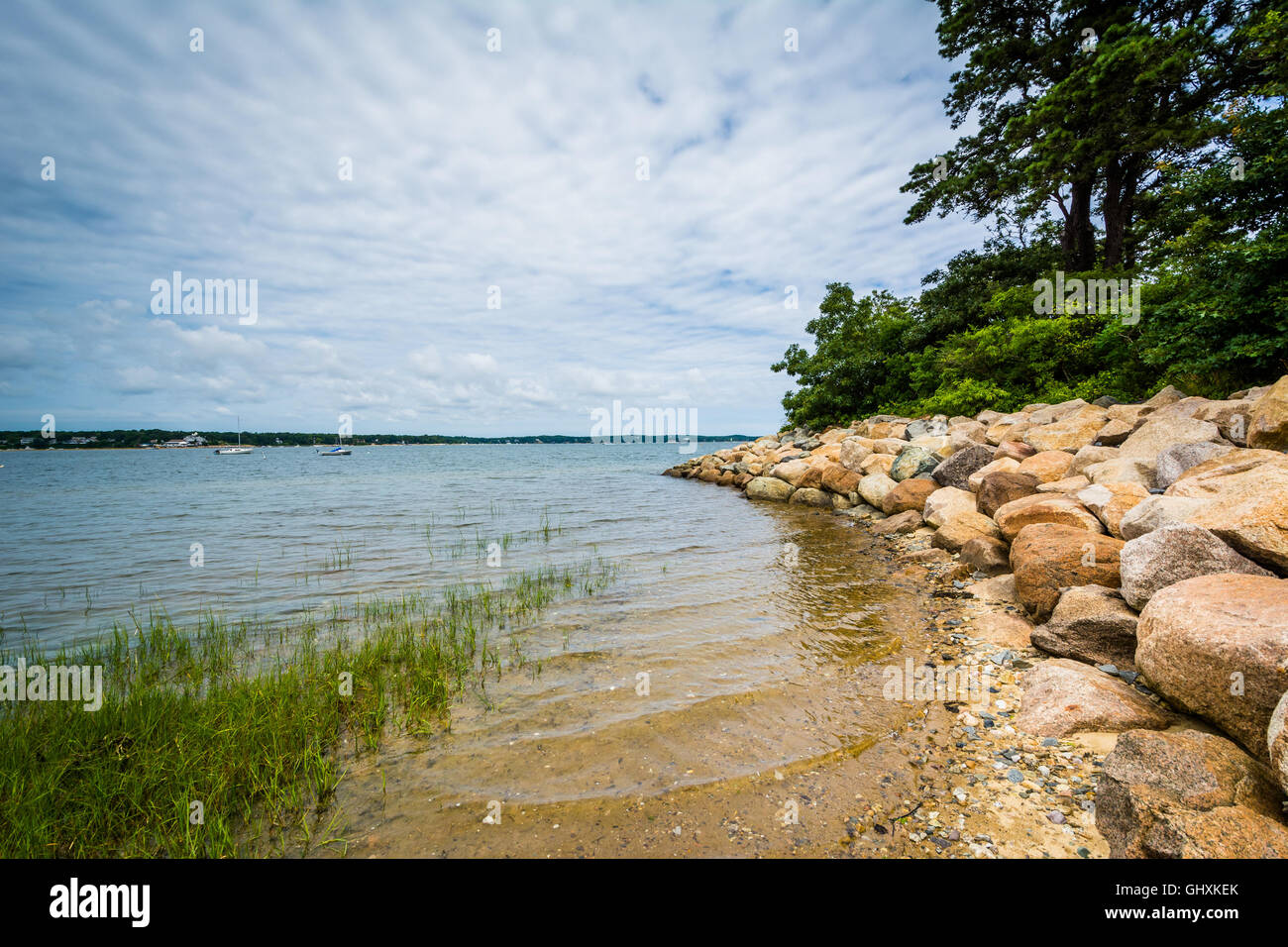 Rocky coast in Chatham, Cape Cod, Massachusetts. - Stock Image