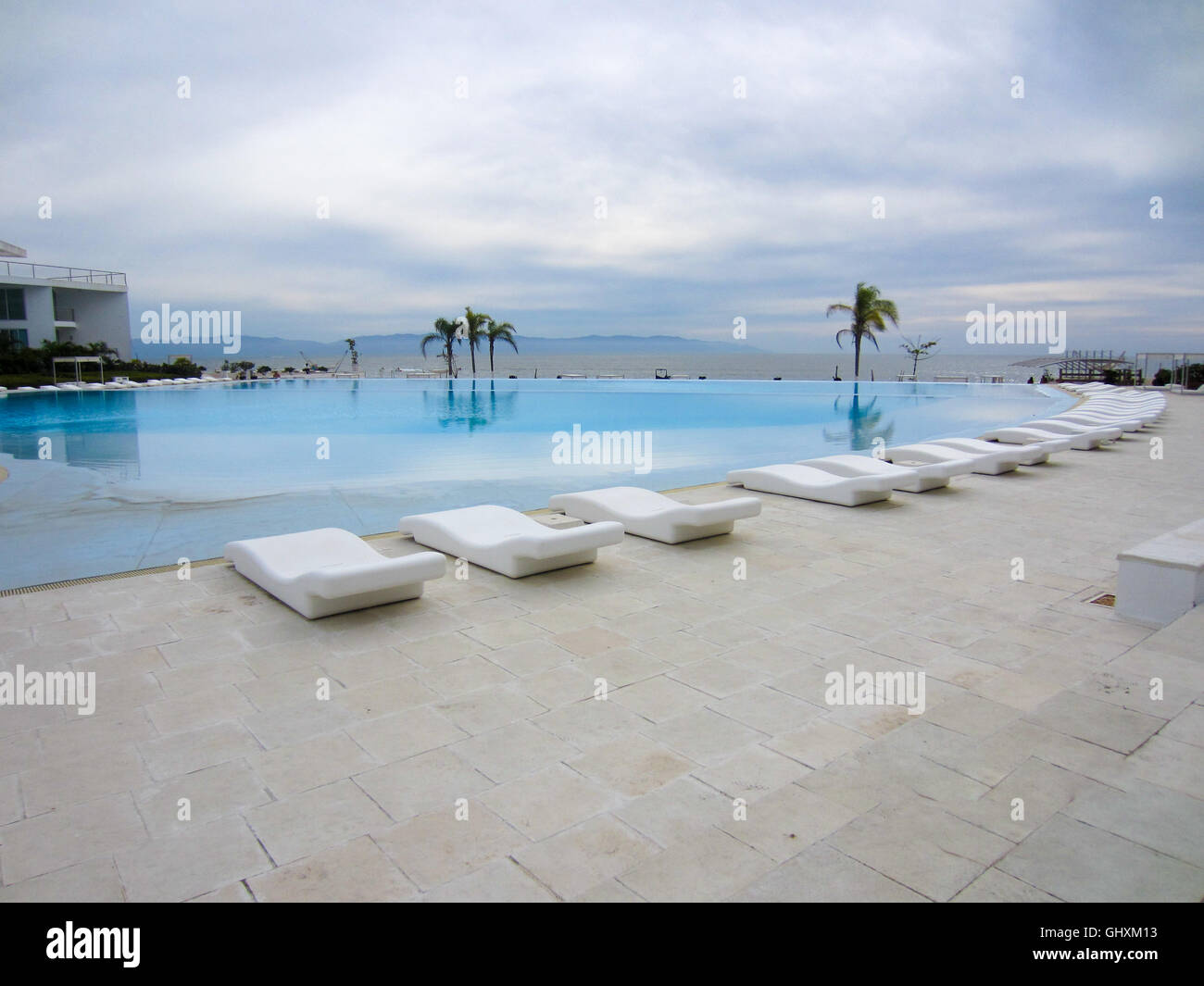 Fabulous White Lounge Chairs Around Clear Blue Swimming Pool At Cjindustries Chair Design For Home Cjindustriesco