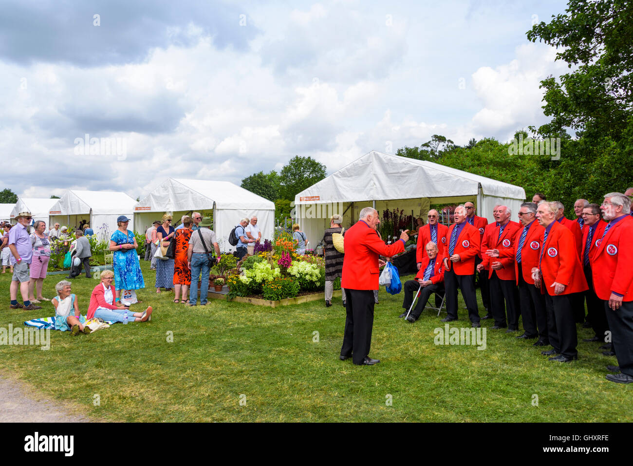 The Essex Chordsmen entertaining flower show visitors. - Stock Image