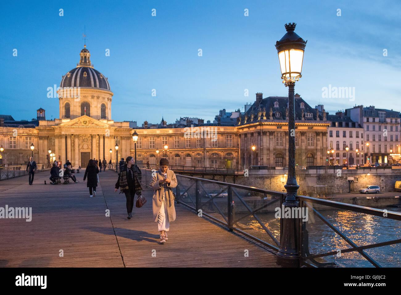 People Walking on the Pont des Arts at dusk, Paris, France - Stock Image