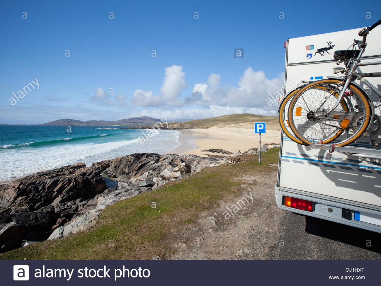 A motorhome parked above Traigh Iar beach near Horgabost, Isle Of Harris, Outer Hebrides, Scotland. - Stock Image