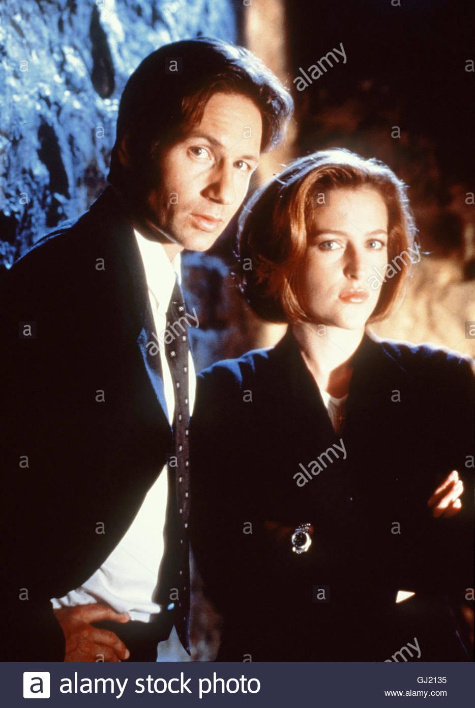 AKTE X - DER FILM The X-Files Die FBI-Agenten Fox Mulder (DAVID DUCHOVNY) und Dana Scully (GILLIAN ANDERSON) sind - Stock Image