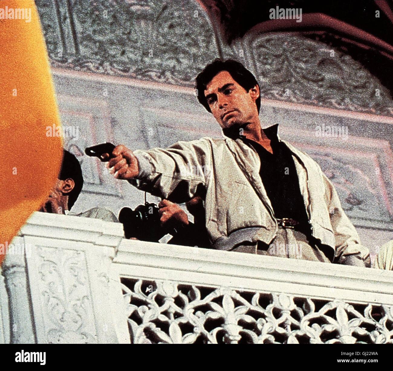 JAMES BOND - DER HAUCH DES TODES- KGB-General Koskov will in den Westen überlaufen. James Bond (TIMOTHY DALTON) - Stock Image