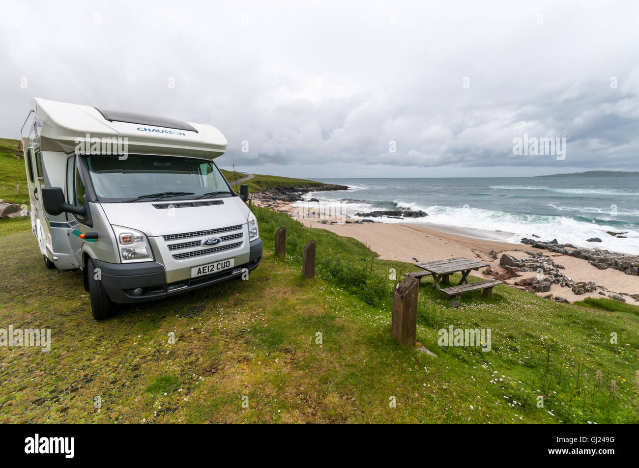 A Ford Chausson motorhome parked at the Sgarastadh Mhor picnic area on South Harris in the Outer Hebrides. - Stock Image