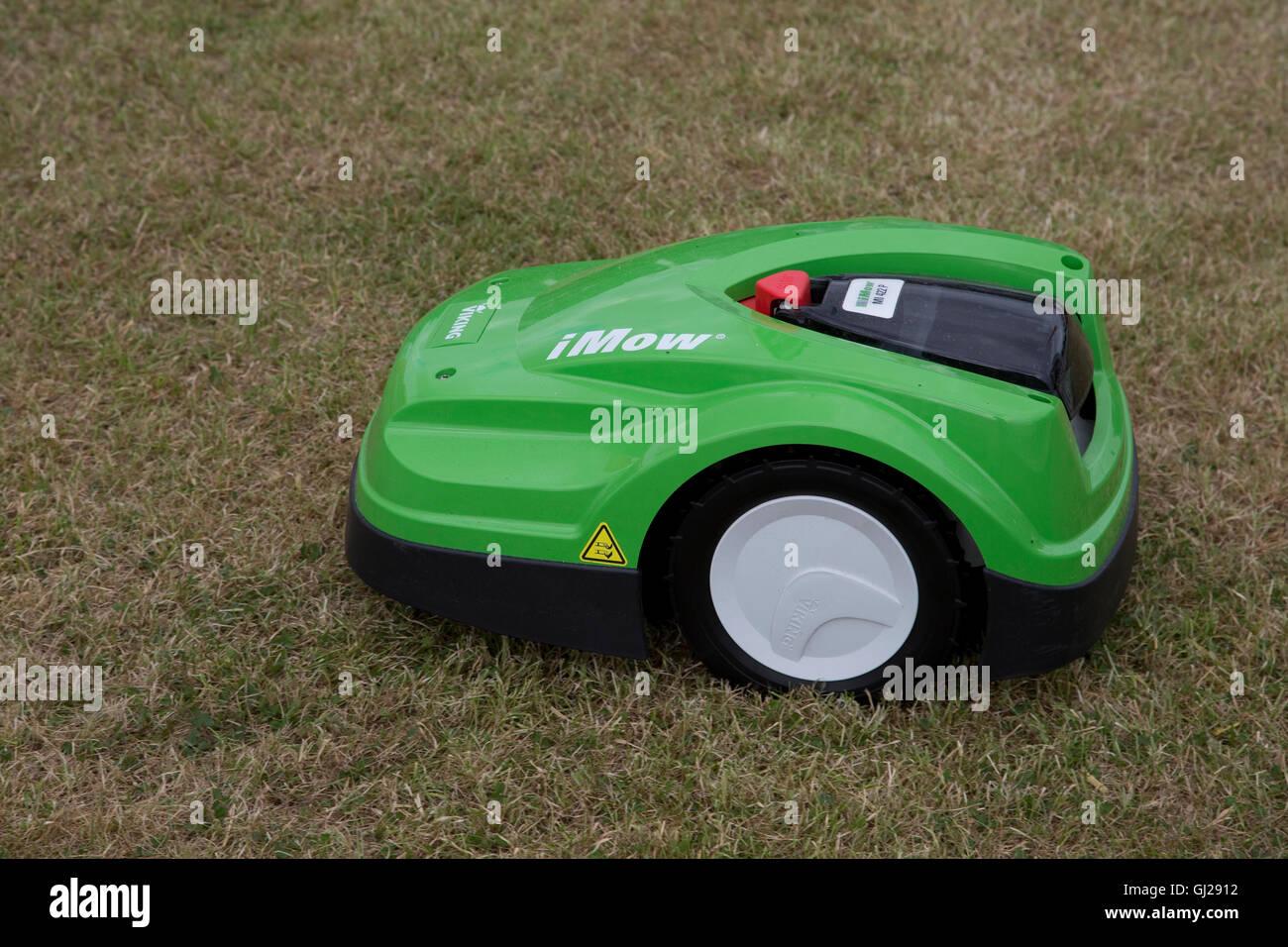 Green Viking MI 422 P iMow robotic lawn mower cutting grass Countryfile Live Blenheim UK Stock Photo