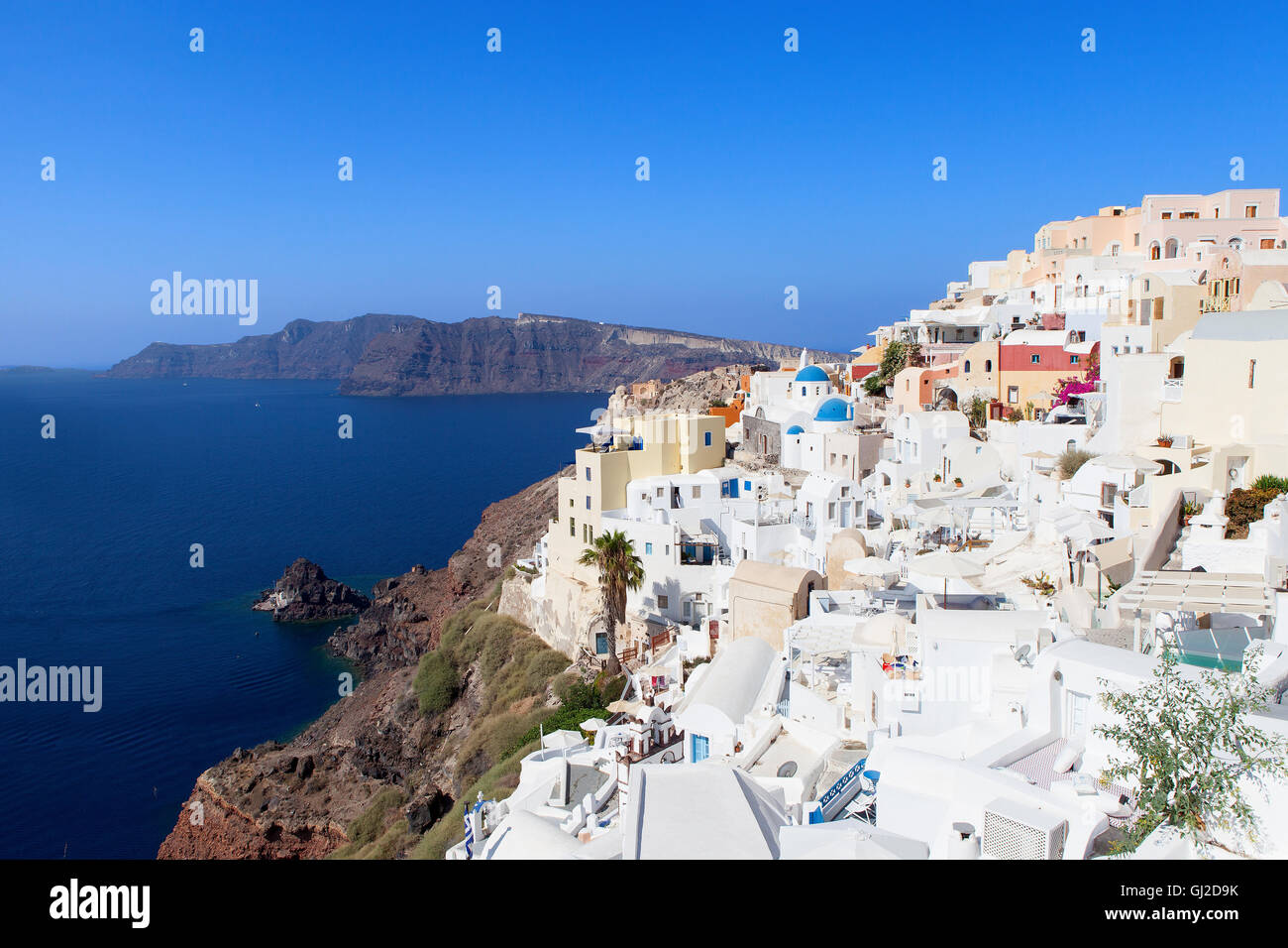 White houses and blue domes of Oia, Santorini. - Stock Image