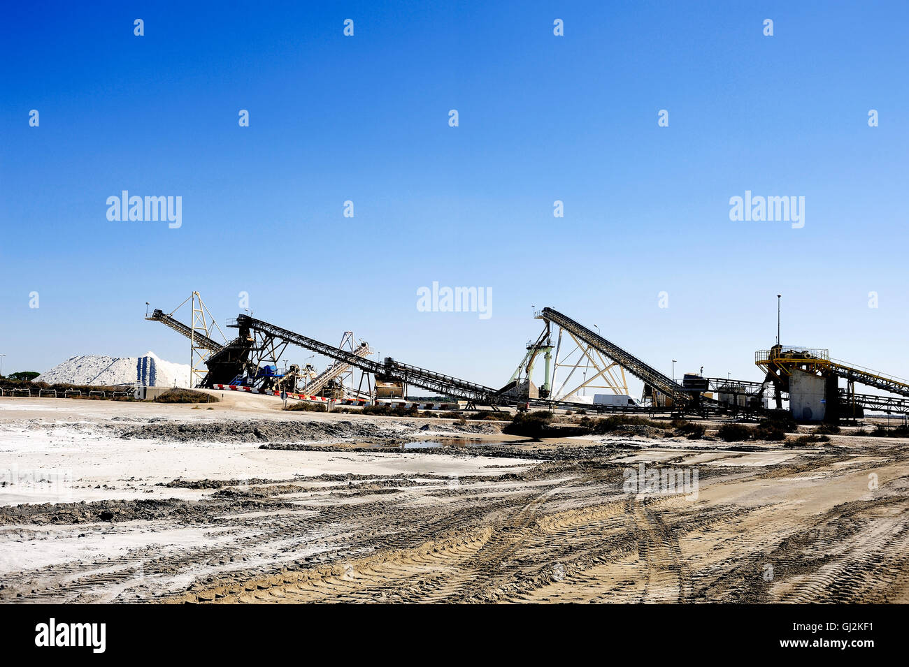 Site operating company saline Aigues-Mortes in the Camargue where stackers stack hills of sea salt. - Stock Image